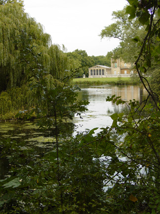 13buckingham_palace_gardens